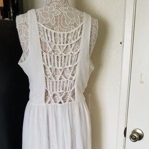 Maxi intricate back white dress